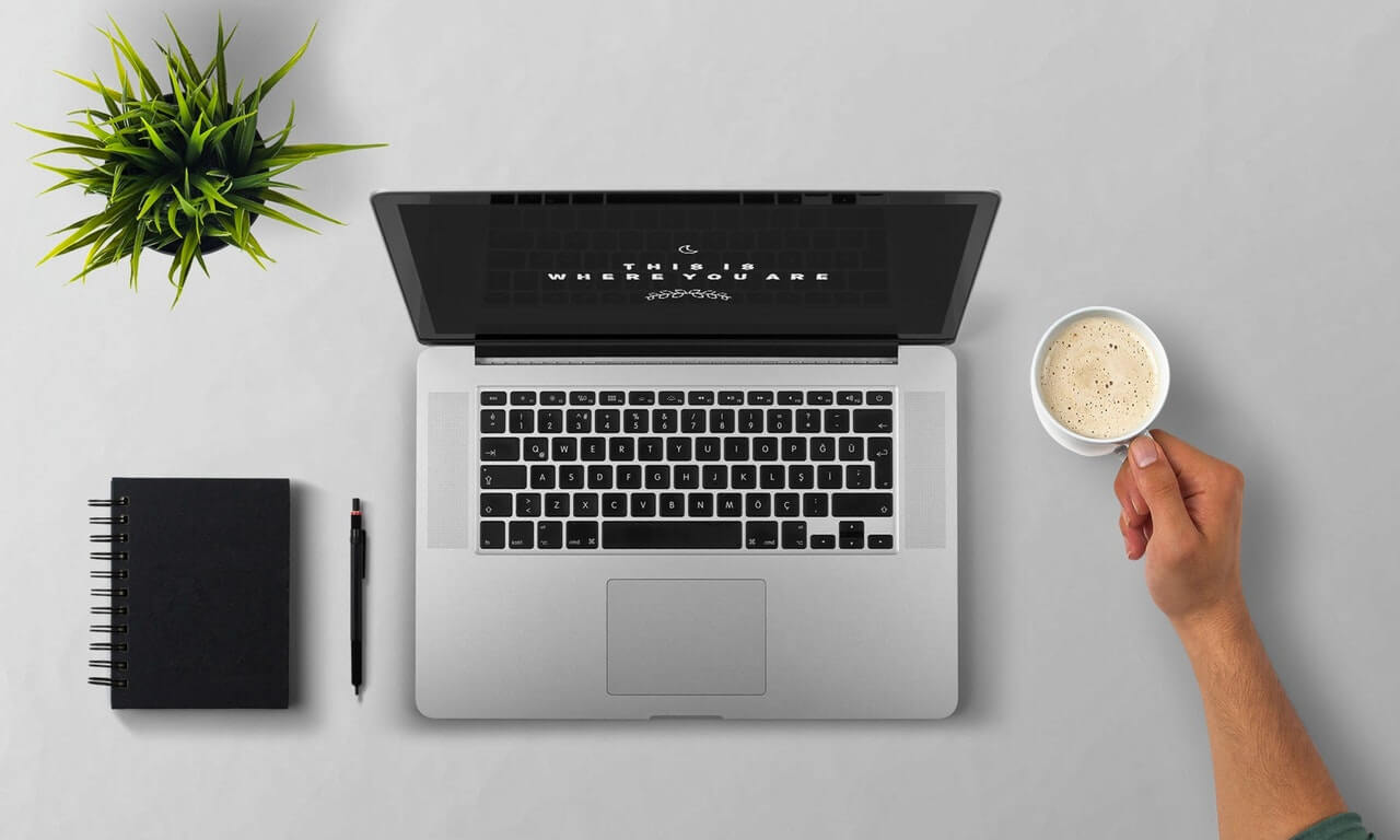 PCとコーヒーとペン