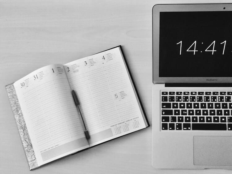 手帳とパソコン
