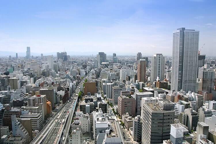 高層ビルから見下ろす都会の風景